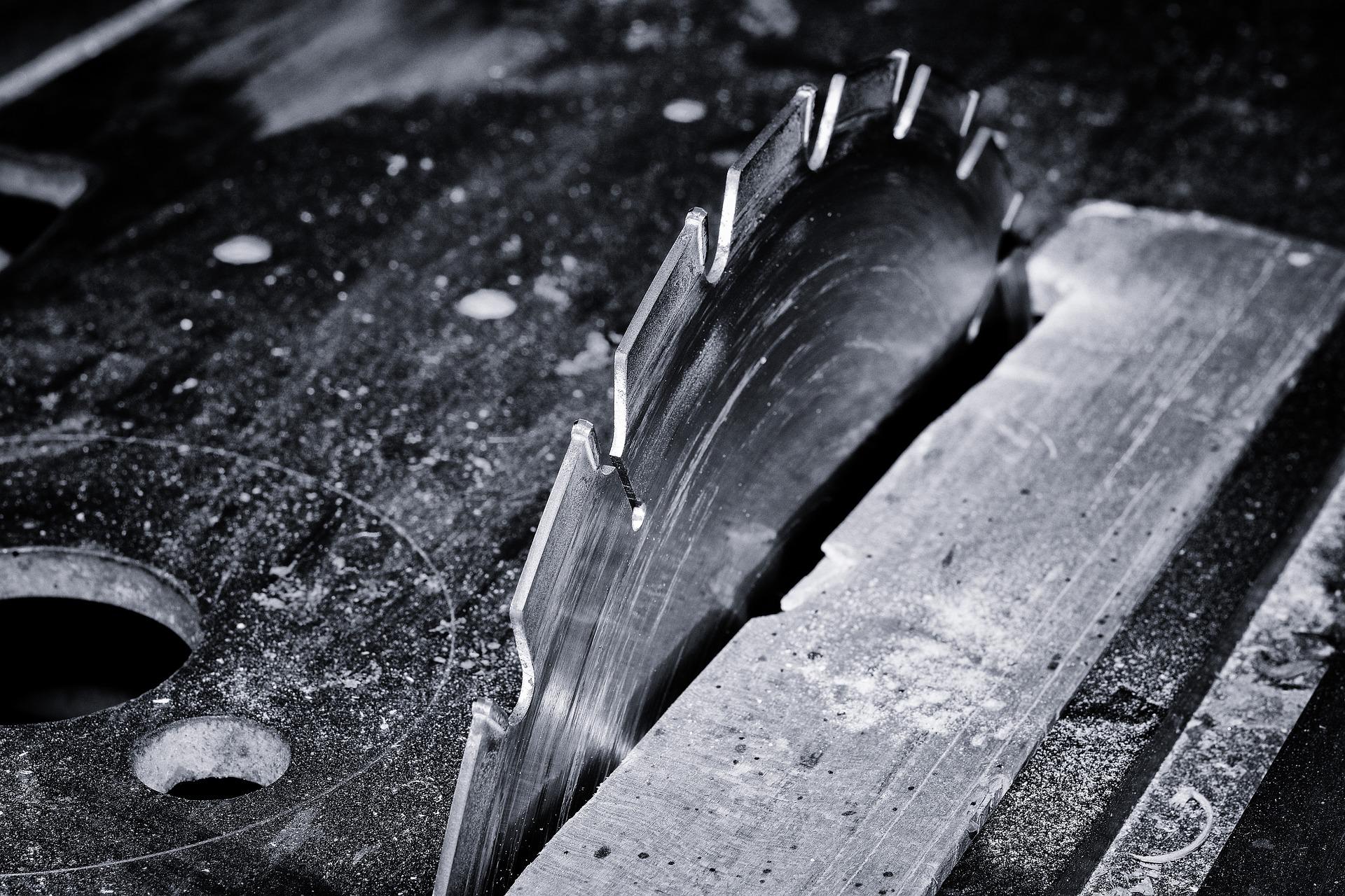 saw-667139_1920